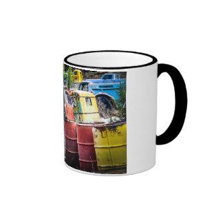 Taza colorida del Junkyard