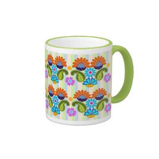 Taza colorida linda de Paisley y de los estampados