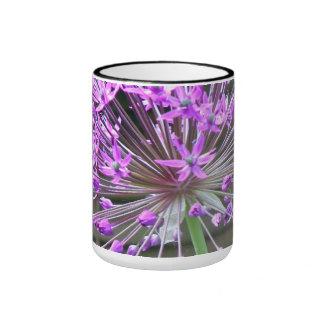 Taza con de flores lilas