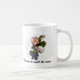 Taza con el arreglo color de rosa