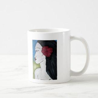 Taza con la pintura de la mujer polinesia