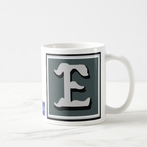 Taza con monograma de P E