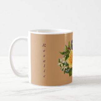 Taza con nombre, cita, y adorno de la flor