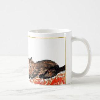 Taza con un gato de la tortuga