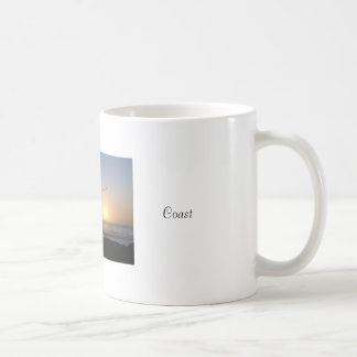 Taza costera de la puesta del sol