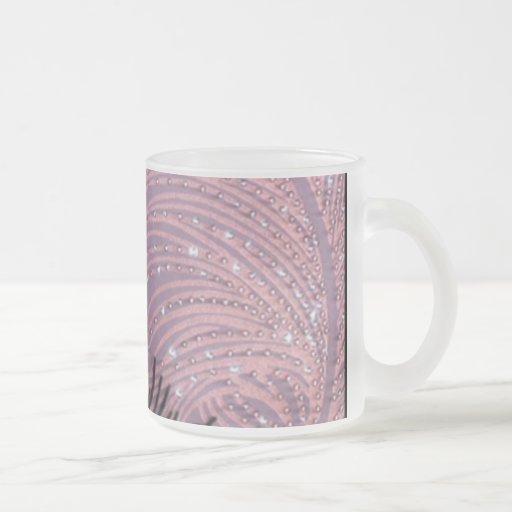Taza cristalina del vidrio esmerilado de la pluma