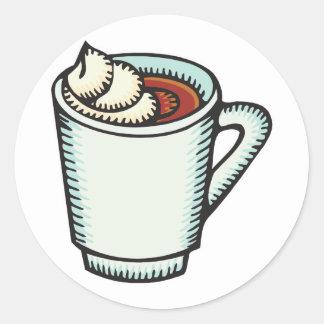 taza de cacao caliente con crema azotada etiquetas redondas
