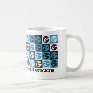 Taza de café a cuadros del modelo de las