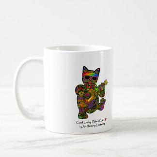 Taza de café afortunada fresca del gato negro