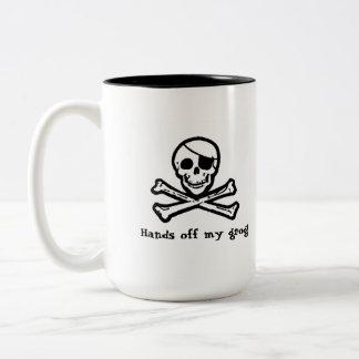 Taza de café alegre del grog del pirata de Rogelio