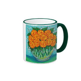 Taza de café anaranjada de los rosas de la pasión