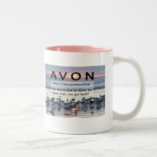Taza de café anillada rosada de AVON