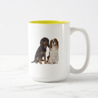 Taza de café arrogante del perro de aguas de rey