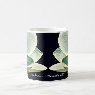 Taza de café - arte pop del lago Caddo Lillies