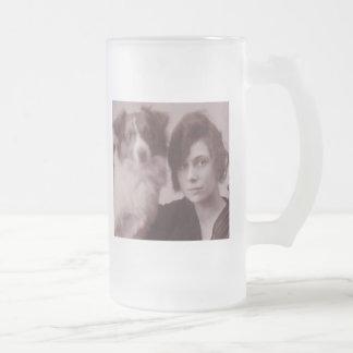Taza de café astuta de la foto de la sepia de la b