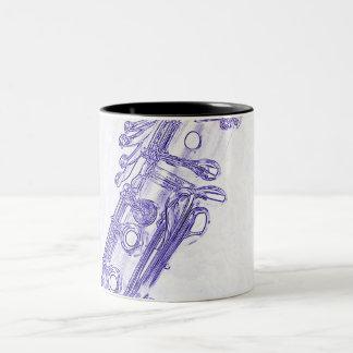 Taza de café azul del dibujo del Clarinet