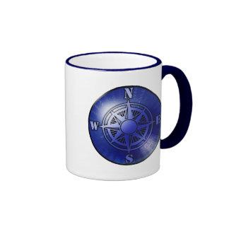 Taza de café azul del rosa de compás