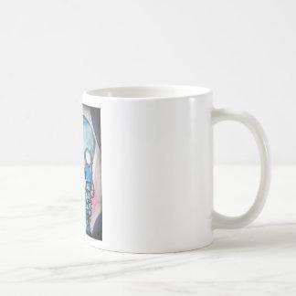 Taza de café azul del Scull