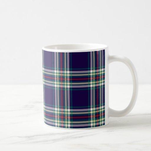 Taza de café azul marino de la tela escocesa del v