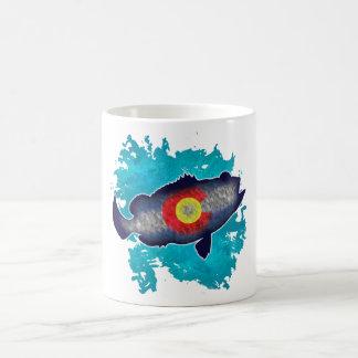 Taza de café baja de los pescados de la bandera de