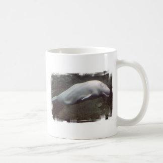 Taza de café blanca de la ballena de la beluga