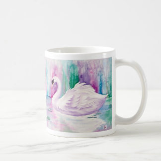 Taza de café blanca de los cisnes