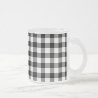 Taza de café blanco y negro de la guinga