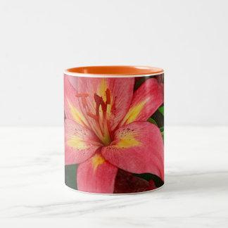 Taza de café bonita del Daylily