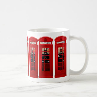 Taza de café británica roja de la cabina de teléfo