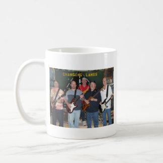 Taza de café cambiante de los carriles