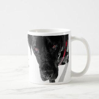 """Taza de café canina de """"Tucker"""" de la protección"""