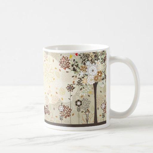 Taza de café caprichosa de los pájaros de las