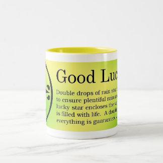 Taza de café céltica de la buena suerte