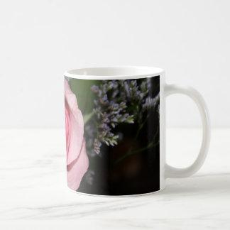 taza de café color de rosa rosada
