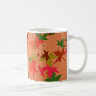 Taza de café colorida del diseño de las hojas de