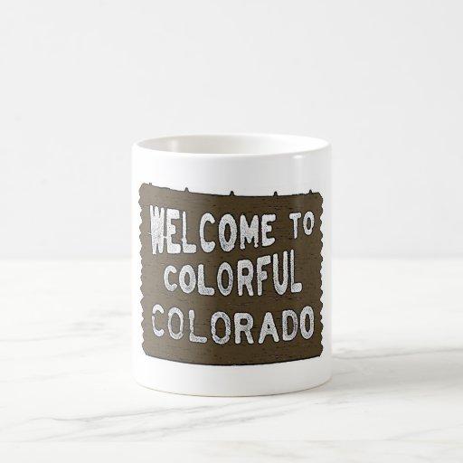 Taza de café colorida del signo positivo de