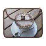 Taza de café con crema fundas para macbooks