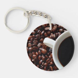 Taza de café con el café, granos de café llavero redondo acrílico a una cara