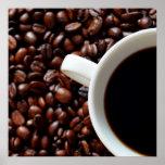 Taza de café con el café, granos de café impresiones