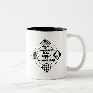 Taza de café con el pequeño logotipo muchos