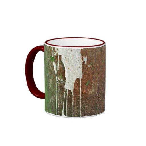 Taza de café con moho y pintura
