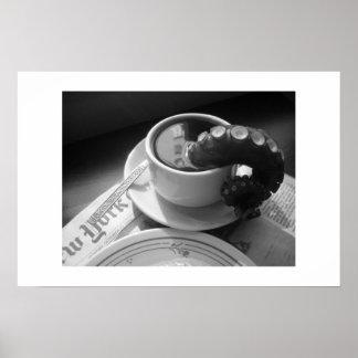 Taza de café con tentáculo póster