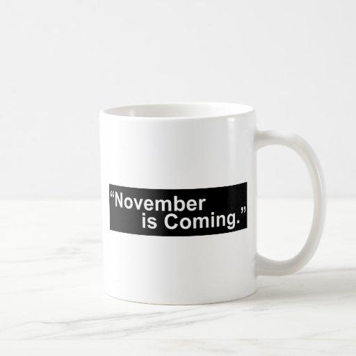 Taza de café conservadora. noviembre está viniendo
