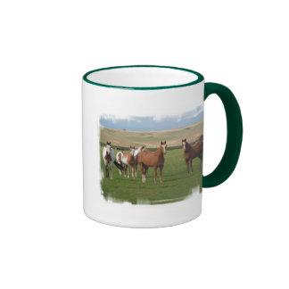 Taza de café cuarta de la manada del caballo