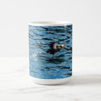 Taza de café de Alaska del frailecillo