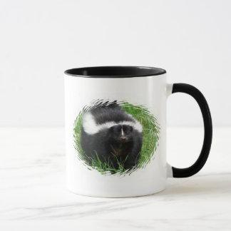 Taza de café de cerámica de la foto de la mofeta