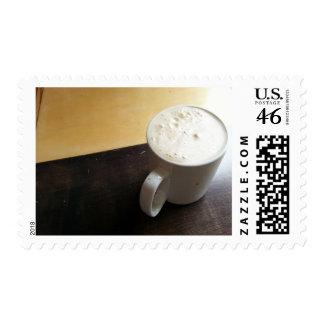 Taza de café de Coffehouse en la madera por la ven Sellos