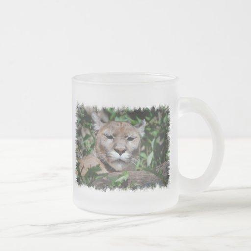 Taza de café de cristal despredadora del puma