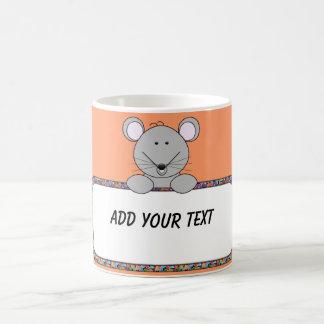 Taza de café de encargo del ratón del texto del