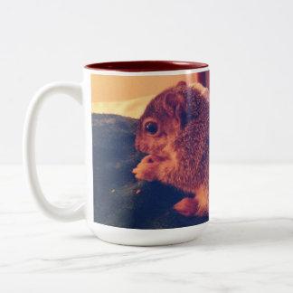 Taza de café de la ardilla del bebé